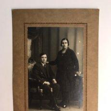 Fotografía antigua: GERONA - FIGUERAS. OCTAVIO UNAL, FOTOGRAFO. FOTOGRAFÍA MATRIMONIO GIRONES.... (H.1930?). Lote 222273125