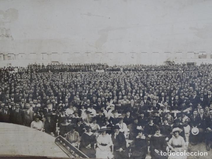 Fotografía antigua: GRAN FOTOGRAFÍA DE UN ACTO EN BUENOS AIRES.AYMASSO,CALLE FLORIDA 126.PRINCIPIO SIGLO XX. - Foto 3 - 222396271