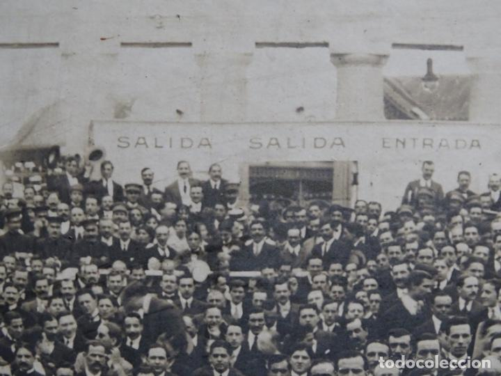Fotografía antigua: GRAN FOTOGRAFÍA DE UN ACTO EN BUENOS AIRES.AYMASSO,CALLE FLORIDA 126.PRINCIPIO SIGLO XX. - Foto 12 - 222396271