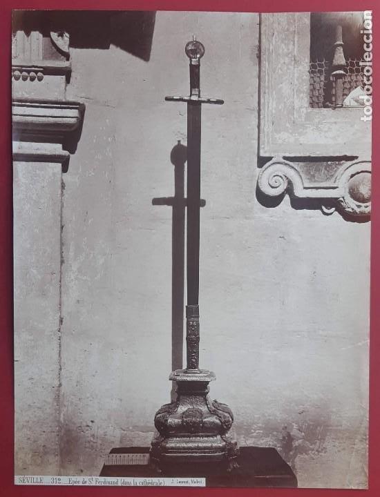 1870CA. FOTOGRAFÍA OROGINAL ALBUMINA J. LAURENT 33X 24CM. ESPADA FERNANDO III EL SANTO.312. SEVILLA (Fotografía Antigua - Albúmina)