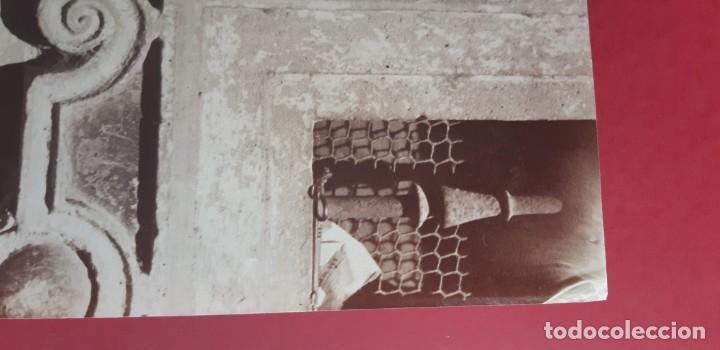 Fotografía antigua: 1870ca. Fotografía oroginal albumina J. Laurent 33x 24cm. Espada Fernando III EL Santo.312. Sevilla - Foto 3 - 226495340