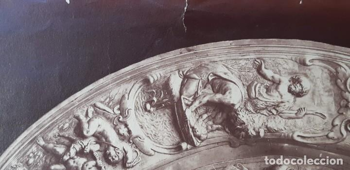 Fotografía antigua: 1868-70ca. Fotografía oroginal albumina J. Laurent. 33x 24cm. Plato labrado de Cellini. Toledo - Foto 4 - 226499311