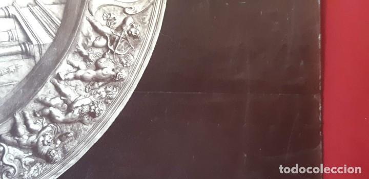 Fotografía antigua: 1868-70ca. Fotografía oroginal albumina J. Laurent. 33x 24cm. Plato labrado de Cellini. Toledo - Foto 5 - 226499311