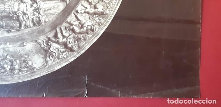Fotografía antigua: 1868-70ca. Fotografía oroginal albumina J. Laurent. 33x 24cm. Plato labrado de Cellini. Toledo - Foto 7 - 226499311