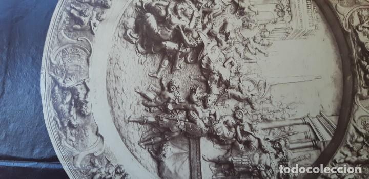 Fotografía antigua: 1868-70ca. Fotografía oroginal albumina J. Laurent. 33x 24cm. Plato labrado de Cellini. Toledo - Foto 10 - 226499311