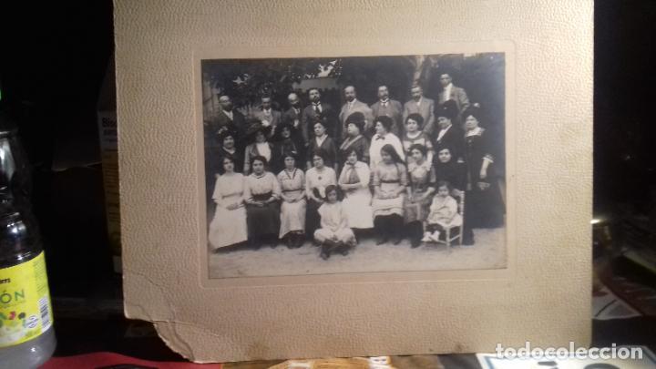ANTIGUA FOTO DE FAMILIA .AUTOR DESCONOCIDO MIDE 29X35 CM (Fotografía Antigua - Albúmina)