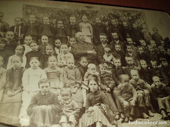 Fotografía antigua: Grupo escolar con sacerdote, albumina sobre carton, 16,5 x 11 cm - Foto 2 - 234923630