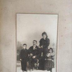 Fotografía antigua: RETRATO DE GRUPO DE FAMILIA. FINALES SIGLO XIX. FOTÓGRAFO AIVET, MADRID DIMENSIONES: 31 CM. 22 CM.. Lote 236037750