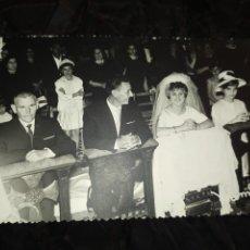 Fotografía antigua: ANTIGUA FOTOGRAFIA BODA MATRIMONIO MARIBEL CULLERA 1964 FOTOGRAFO WAMBA CASTELLON SIN MÁS DATOS. Lote 236469130