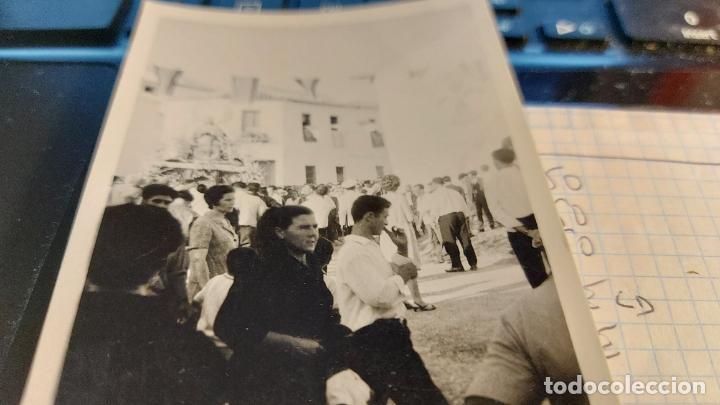 Fotografía antigua: CURIOSAS TRES FOTOGRAFIAS ANTIGUAS DE PROCESION DE VIRGEN CON EL ESCUDO DE LA FALANGE - Foto 2 - 238303800