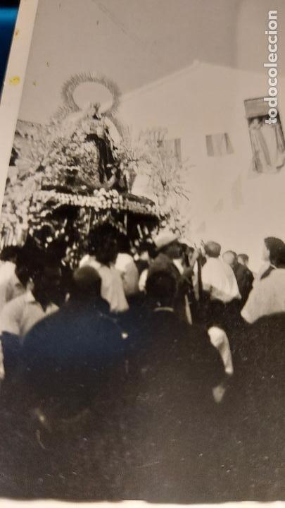 Fotografía antigua: CURIOSAS TRES FOTOGRAFIAS ANTIGUAS DE PROCESION DE VIRGEN CON EL ESCUDO DE LA FALANGE - Foto 4 - 238303800