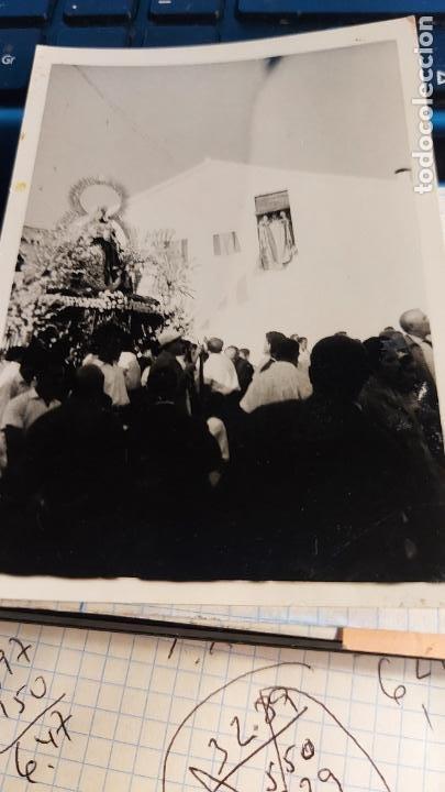 Fotografía antigua: CURIOSAS TRES FOTOGRAFIAS ANTIGUAS DE PROCESION DE VIRGEN CON EL ESCUDO DE LA FALANGE - Foto 5 - 238303800