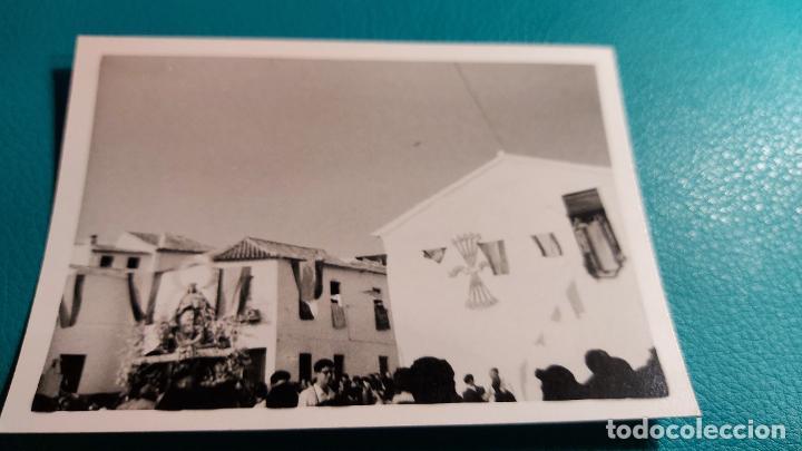 Fotografía antigua: CURIOSAS TRES FOTOGRAFIAS ANTIGUAS DE PROCESION DE VIRGEN CON EL ESCUDO DE LA FALANGE - Foto 8 - 238303800