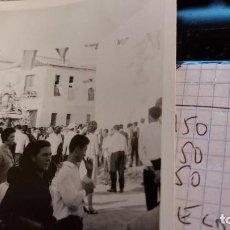 Fotografía antigua: CURIOSAS TRES FOTOGRAFIAS ANTIGUAS DE PROCESION DE VIRGEN CON EL ESCUDO DE LA FALANGE. Lote 238303800