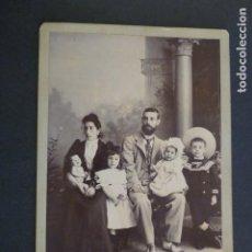 Fotografía antigua: SANTA CRUZ DE TENERIFE RETRATO FAMILIAR HACIA 1900 J. MARTÍ FOTOGRAFO 13 X 18 CMTS. Lote 247927000