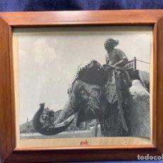 Fotografía antigua: FOTO ALBUMINA CONDUCTOR ELEFANTE INDIO INDIA S XIX 42X47CMS. Lote 249337065