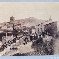 Fotografía antigua: FOTOGRAFIA , LAVADERO PÚBLICO DE VILLENA ,AÑO 1900. Lote 252701845