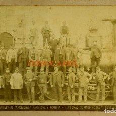 Fotografía antigua: FERROCARRIL - 1887 - BARCELONA - MAQUINISTAS Y FOGONEROS. Lote 254134810