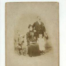 Fotografía antigua: RETRATO DE FAMILIA - FOTO: J. ROLDÓS, MAJOR DE GRACIA, 27. BARCELONA. 1890'S. 17,5X25CM.. Lote 261258695