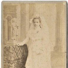 Fotografía antigua: FOTOGRAFÍA DE UNA NIÑA DE COMUNIÓN FECHADA AÑO 1909- FOTÓGRAFO J. DERREY, VALENCIA - 10,7 X 16,5 CM. Lote 262835120