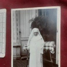 Fotografía antigua: PÁRAMO FOTÓGRAFO, BARACALDO Y PORTUGALETE. SOPORTE DE CARTÓN. NIÑA MONJA. 1929. Lote 263088580