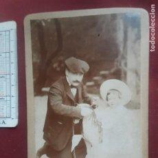 Fotografía antigua: GUEREQUIZ FOTÓGRAFO. BILBAO. NIÑA CON CABALLITO DE JUGUETE. Lote 263089225