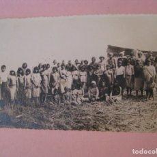 Fotografía antigua: ANTIGUA FOTO DE ALGÚN TRIBO. DESCONOZCO LA LOCALIZACIÓN. NO HAY DATOS. 13,5X8,5 CM.. Lote 265842584