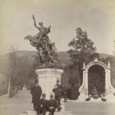 Fotografía antigua: FOTOGRAFÍA GRANJA SAN ILDEFONSO - SEGOVIA - MARQUÉS DE VILLAFUERTE - AÑO 1887 - MILITARES POSANDO. Lote 269450878