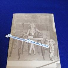 Fotografía antigua: FALLA DOCTOR OLORIZ EXPOSICIÓN DEL NINOT 1984 EN LA LONJA. Lote 275075608