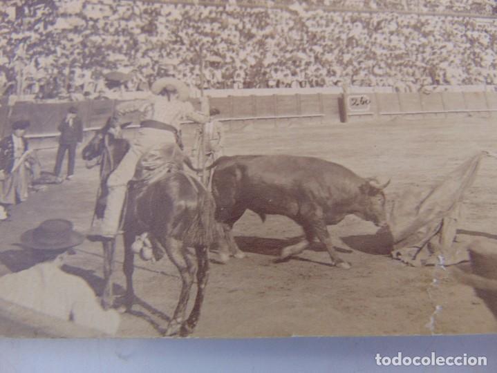 Fotografía antigua: FOTO ALBUMINA PLAZA TOROS LA MAESTRANZA DE SEVILLA FINALES DE SIGLO XIX, SALIDA DE BARAS - Foto 2 - 279897183