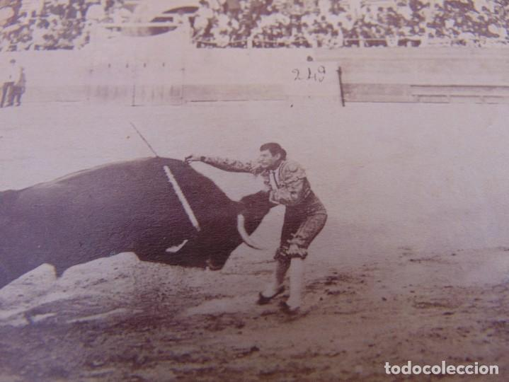 Fotografía antigua: FOTO ALBUMINA PLAZA TOROS LA MAESTRANZA DE SEVILLA FINALES DE SIGLO XIX, TORERO ESPARTERO - Foto 2 - 279949643