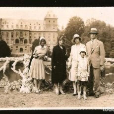 Fotografía antigua: 1528 - ITALIA / ELEGANTE SEÑORITA Y NIÑA CABALLERO Y SEÑORA EN TURIN - FOTO ALBUMINA 14X8CM 1929. Lote 280116318