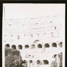 Fotografía antigua: 1530 - ITALIA RUINAS DEL COLISEO ROMA / SEÑORAS Y ADOLESCENTE - FOTO ALBUMINA 14X8CM 1922. Lote 280116603