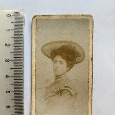 Fotografia antica: FOTO ALBUMINA. LA JOVEN CLOTILDE T. M. CON PAMELA. M. DE QUEVEDO, FOTÓGRAFO. ZARAGOZA.. Lote 284337123