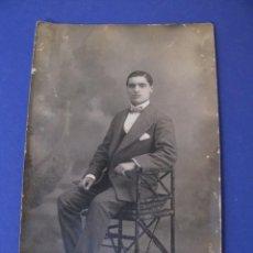 Fotografia antiga: ANTIGUA FOTO DE UN HOMBRE. J. PARRA E HIJOS, MALAGA. 13,5X8,5 CM.. Lote 287714688