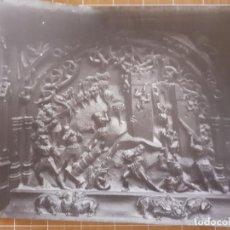 Fotografía antigua: GRANADA DETALLE DE LA SILLERIA DEL CORO DE LA CATEDRAL ALBUMINA SIGLO XIX 14 X 21 CMTS. Lote 288396148