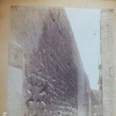 Fotografía antigua: TARRAGONA MURALLAS ANTIGUA ALBÚMINA SIGLO XIX 16 X 21,5 CTMS SOBRE CARTON. Lote 289596678