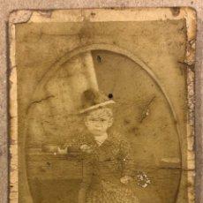 Fotografía antigua: FOTOGRAFÍA NIÑO FINALES SIGLO XIX. 6,5 X 11 CMS.. Lote 293240228