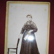 Fotografía antigua: ANTIGUA FOTOGRAFÍA MUJER CHICA ESTUDIO SIN MÁS DATOS. Lote 295370868