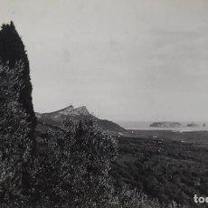 Fotografía antigua: LAS ISLAS MEDAS. LA FORADADA. FOTOGRAFÍA ALBÚMINA. JOSEP GARRIGA (?). ESPAÑA. SIGLO XX. Lote 295445878