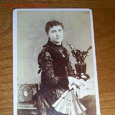 Fotografía antigua: ALBÚMINA DE SEÑORA CON ABANICO. Lote 16223257