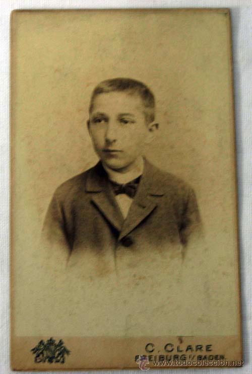 FOTOGRAFIA CARTE VISITE CHICO CON PAJARITA EN ESTUDIO ALEMAN CCLARE DE FREIBURG 1900