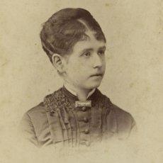 Fotografía antigua: JOVEN DAMA. CURIOSO PEINADO Y BROCHE. CIRCA 1870. F: OTERO. MADRID.. Lote 25847161