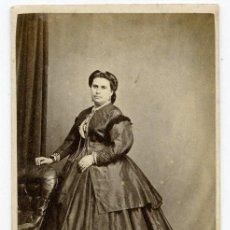 Fotografía antigua: GIBRALTAR. ESPECTACULAR DAMA Y VESTIDO. J. MORILLO. SOBRE 1865. Lote 27043832