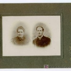 Fotografía antigua: FOTOGRAFÍA RECORDATORIO. DOS PERSONAS. F: J. ALONSO. BCN. CIRCA 1900. Lote 25147161