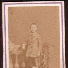 Fotografía antigua: NIÑO SUBIDO A UNA SILLA POR HUGUET MOLINE MONTPELLIER CIRCA 1860´S CARTE DE VISITE CDV. Lote 14162815