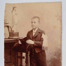 Fotografía antigua: RETRATO DE UN NIÑO EN EL DIA DE SU COMUNIÓN. Lote 27215906