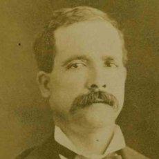 Fotografía antigua: CABALLERO CON BIGOTE Y PAJARITA. F: J. MARTI. BARCELONA. C. 1880. Lote 27267920