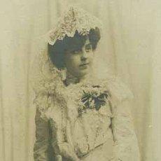 Fotografía antigua: MODERNISMO. PRECIOSA FOTO DE JOVEN CON VESTIDO BLANCO. NAPOLEON. A Y E. 1904. Lote 27303413