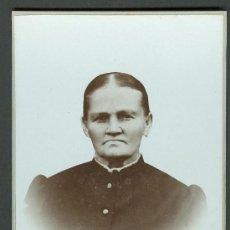 Fotografía antigua: FOTOGRAFIA ANTIGUA RETRATO DE UNA SEÑORA. FORMATO CDV. ENTRE 1900-1920. Lote 27574340